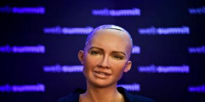 """الروبوت السعودية """"صوفيا"""" ترغب بتأسيس عائلة"""