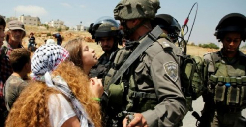 من هي الفتاة الفلسطينية التي أصبحت رمزا لمواجهة الجيش الإسرائيلي؟