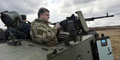 الرئيس الأوكراني بوروشينكو : نحتاج إلى الأسلحة الأمريكية للدفاع وليس للهجوم