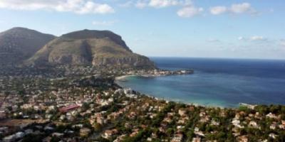 من هو القائد الذي فتح جزيرة صقلية ؟