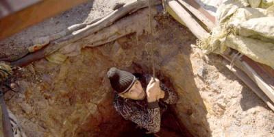 مغاربة يبحثون عن الحياة داخل 'مناجم الموت'