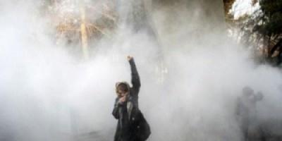 ارتفاع عدد القتلى من المتظاهرين الإيرانيين الى 12 شخصا ومسلحون يهاجمون مخافر للشرطة وقواعد عسكرية
