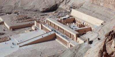 مصرع سائح وإصابة آخرين في حادث سقوط منطاد جنوبي مصر
