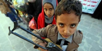 اليمن .. الحوثيون يلجؤون للتجنيد الإجباري لكي يواروا خسائرهم
