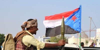 صحيفة بريطانية : المجلس الانتقالي الجنوبي يحسم الوضع في عدن ويستبعد سلطة هادي والإصلاح