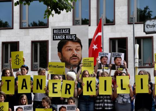 اعتقال رئيس منظمة العفو الدولية في تركيا بعد الإفراج عنه