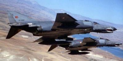 """مقاتلات تركية تستهدف مواقع """"العمال الكردستاني"""" في هاكورك شمالي العراق"""