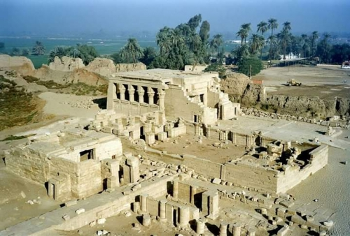 """معبد """"دندرة"""" آية في العمارة الفرعونية الرومانية (صور)"""