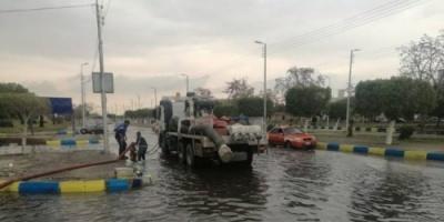 مصر: الأمطار تُغرق الإسماعيلية والدفع بـ 15 سيارة مُجهزة لشفط المياه من الشوارع