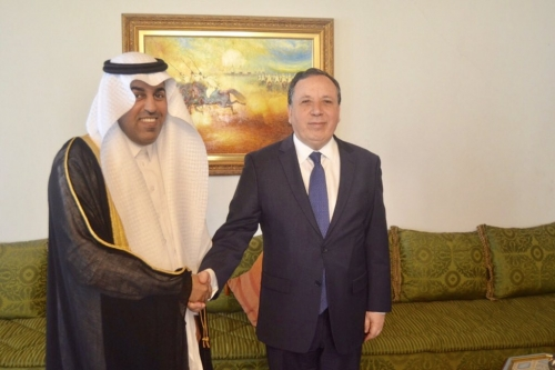 رئيس البرلمان العربي يجتمع مع وزير الشؤون الخارجية التونسي بمقر الجامعة العربية في القاهرة
