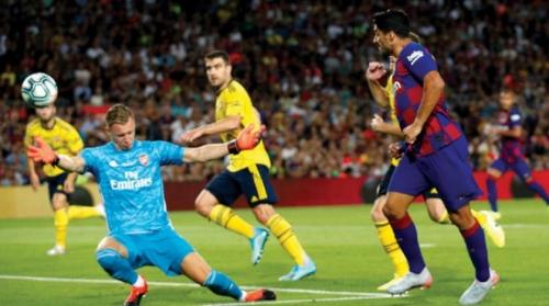 ميسي يحيي جماهير برشلونة ويعلن غيابه عن التحضيرات للموسم الجديد