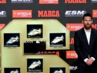 النجم الأرجنتيني ميسي يتسلم الحذاء الذهبي السادس