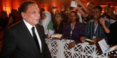 نقيب المهن التمثيلية المصرية يحسم حالة الزعيم عادل إمام