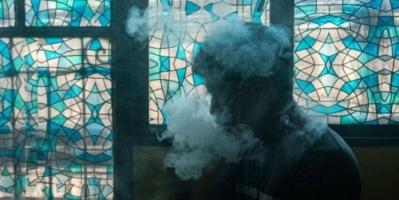 توعد مدخنيها ... رئيس الفلبين يحظر السجائر الإلكترونية