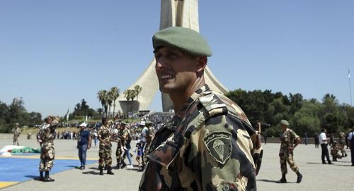 الدفاع الجزائرية... العسكريون لهم الحق في الانتخاب لاختيار رئيسهم