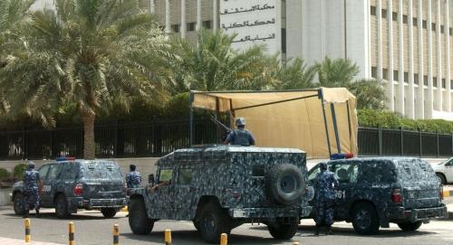 """وزارة الداخلية الكويتية... الأمن يضبط شبكة """"الثلاث حيتان"""" للاتجار بالبشر وغسيل الأموال"""