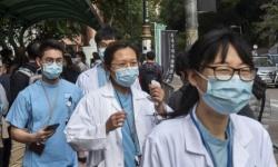 """ارتفاع وفيات """"كورونا"""" في الصين إلى 2345 والإصابات المؤكدة تتخطى 76 ألف حالة"""