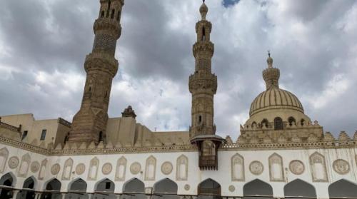 بسبب «كورونا» ... مصر تغلق المساجد والكنائس والمواقع الأثرية