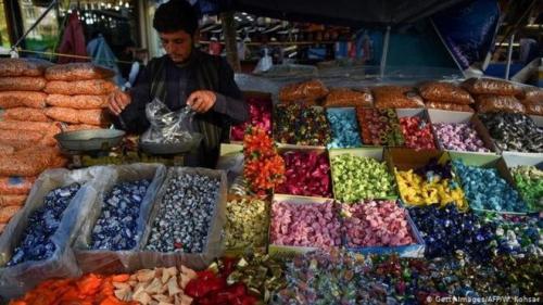 رغم تدابير مكافحة الوباء ..  إقبال على الأسواق في دول عربية استعدادا لعيد الفطر
