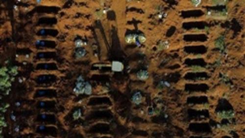 مقابر لا نهائية وجثامين بالآلاف فى البرازيل ثاني بؤرة لتفشي كورونا «صور»