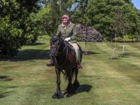 ملكة بريطانيا إليزابيث الثانية في أول ظهور لها منذ إغلاق «كورونا»