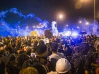 أمريكا .. شرطة نيو أورلينز تفرق المتظاهرين بالغاز المسيل للدموع