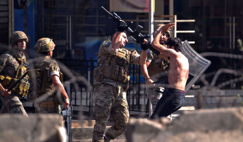 "لبنان .. ""زعران"" حزب الله يحرجون حسان دياب وباقي الحلفاء"