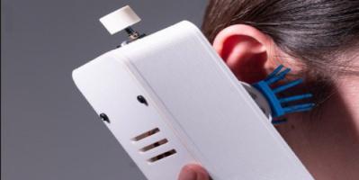 ابتكار هاتف جديد يحول الكلام إلى مشاعر جسدية «صور»