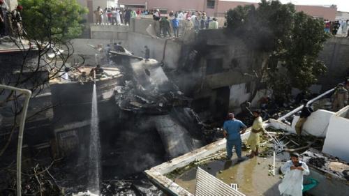 كورونا أول المتهمين ..كشف سبب تحطم الطائرة الباكستانية الذي أودى بحياة 97 شخصا