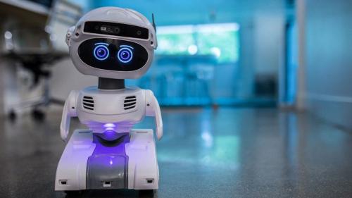 باحثون يطورن روبوت يقتل فيروس كورونا بالأشعة خلال دقائق (فيديو)