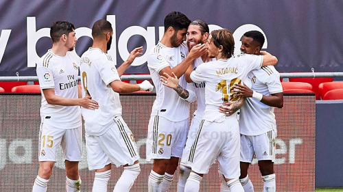 زيدان يكشف قائمة ريال مدريد لمباراة غرناطة