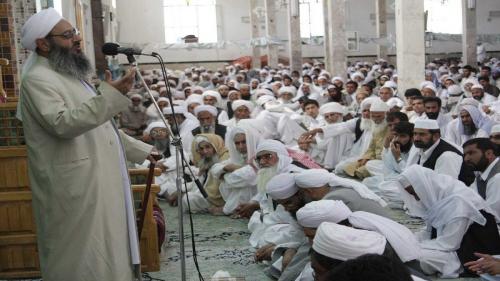 تعيين أئمة أهل السنة في إيران يتم فقط بأوامر من خامنئي