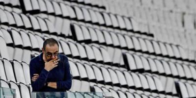 """مدرب يوفنتوس يدخن """"خلسة"""" في مباراة التتويج رغم الحظر"""