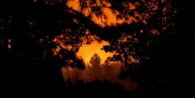 مقتل 16 شخصا بحرائق الغابات غربي أمريكا وإجلاء نصف مليون شخص