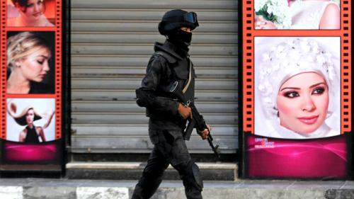 مصر .. قوات الأمن تبحث عن سيدة استغلت جمالها وأوقعت برجل أعمال