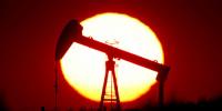 """النفط يصعد مع وصول """"دلتا"""" إلى الولايات المتحدة"""