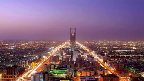 السعودية تقبض على 13 موظفا حكوميا و4 رجال أعمال و5 مقيمين في قضية فساد كبيرة