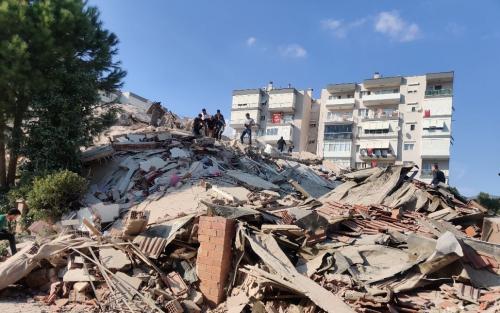 مقتل 4 أشخاص وإصابة 120 بجروح في زلزال تركيا