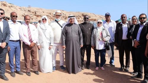 رئيس البرلمان العربي يزور الأشقاء اليمنيين بمخيم أبخ للاجئين بجمهورية جيبوتي