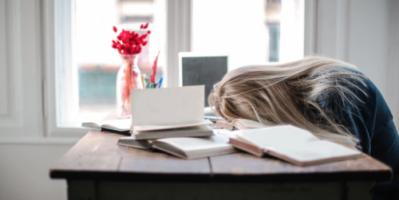 إليك ما يحدث للجسد والدماغ بعد سهر الليل كله دون نوم!