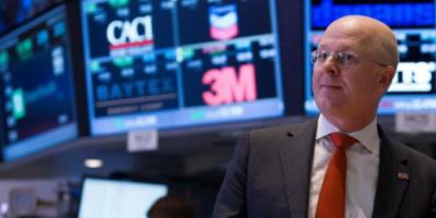 تباين الأسهم الأمريكية مع بلوغ العجز التجاري قمة جديدة