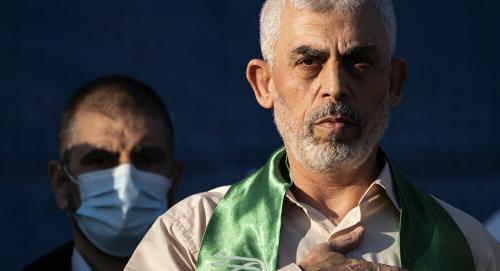 """بعد ترجله في شوارع غزة.. صورة """"السنوار"""" تثير ضجة في إسرائيل"""