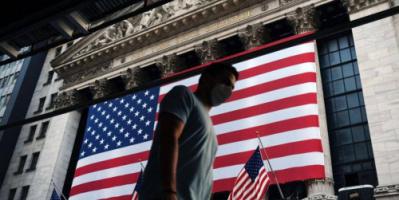 الاقتصاد العالمي.. الدولار يرتفع والذهب يتراجع