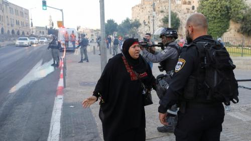 """الشرطة الإسرائيلية توافق على تنظيم """"مسيرة الأعلام"""" في القدس ومقتل فلسطيني بمواجهات في الضفة الغربية"""