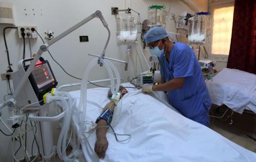 السعودية والجزائر وليبيا تتعهد بإغاثة تونس عقب انهيار المنظومة الصحية