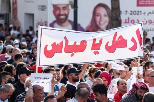 عباس المحاصر يراهن على أردوغان لفكّ أزمته