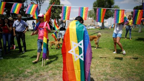 القضاء الإسرائيلي يلزم الحكومة بشرعنة تأجير الرحم لصالح المثليين