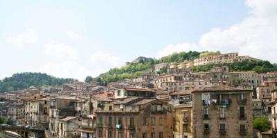 قرى إيطالية جميلة تدفع 33 ألف دولار لثلاث سنوات لمن ينتقل للعيش فيها