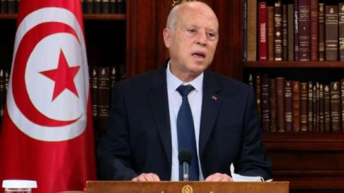الرئيس التونسي يجتمع بقادة الجيش والأجهزة الأمنية