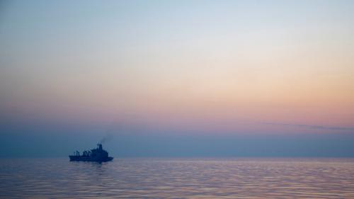 """شركة """"زودياك ماريتايم"""": السفينة """"ميرسر ستريت"""" تحت سيطرة الطاقم وترافقها البحرية الأمريكية"""